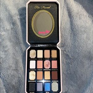 "Too faced ""pretty rich"" eyeshadow palette"